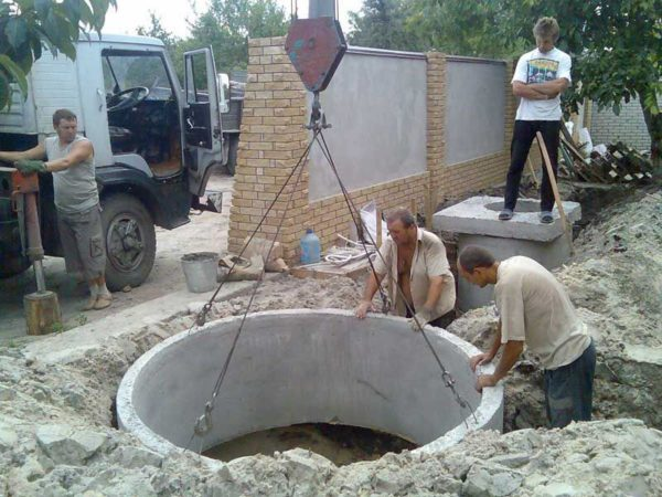 Установка бетонного кольца