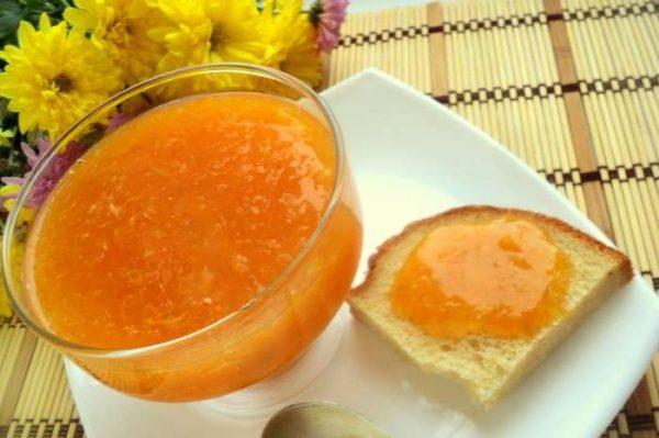 мандариновое варенье в вазочке