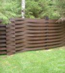 Комбинированный забор с горизонтальным полотном