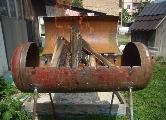 мангал с дровами