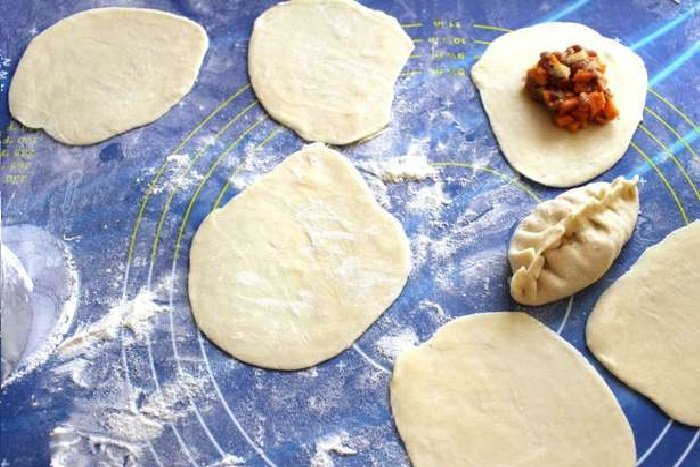 Как сделать тесто на манты чтобы оно не рвалось 489