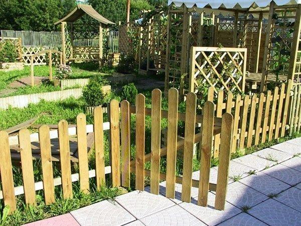 Забор с функцией обозначения границ территории