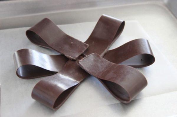 первый ряд шоколадного банта