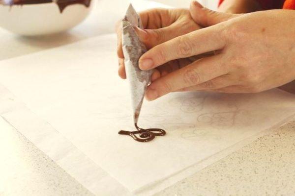 Рисование шоколадом