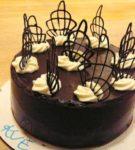 торт с декоративными элементами