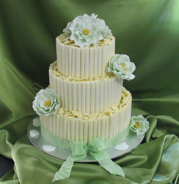 торт с шоколадными трубочками