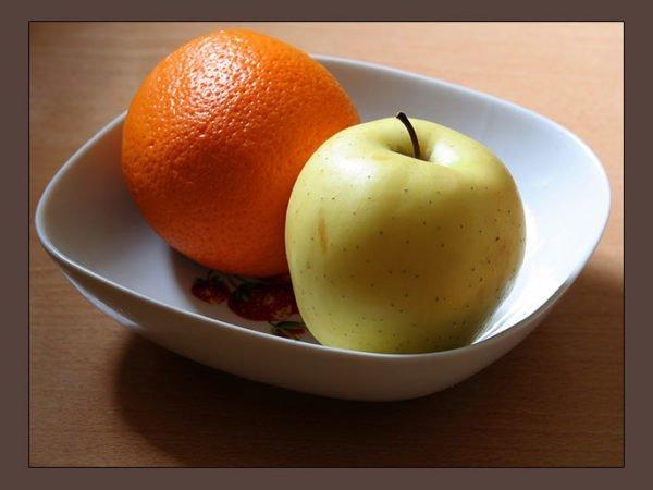 Апельсин и яблоко