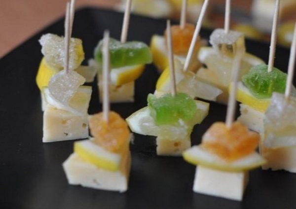 Канапе с мармеладом, лимоном и сыром