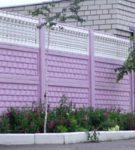 Высокий забор с декоративными элементами