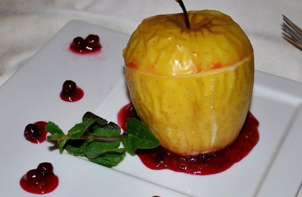 Яблоко, запечённое с вареньем