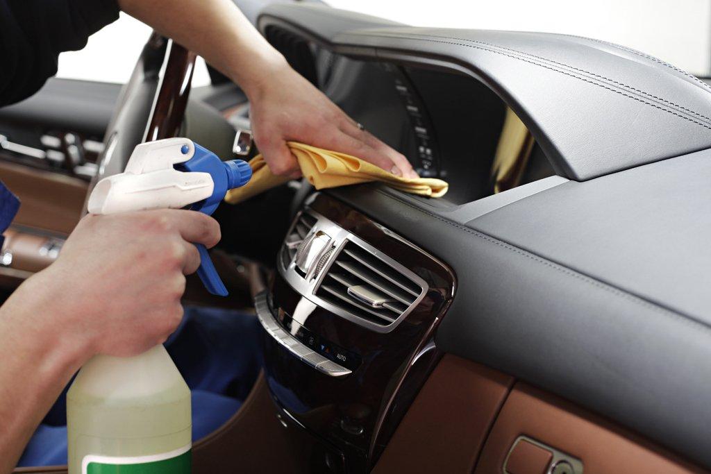 Какими средствами и как сделать химчистку салона автомобиля своими руками фото, видео и отзывы