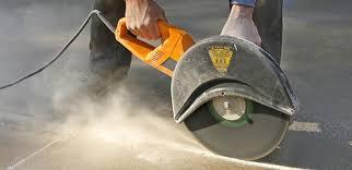 Разрезание бетона при помощи УШМ