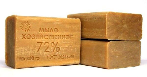 3 куска коричневого хозяйственного мыла