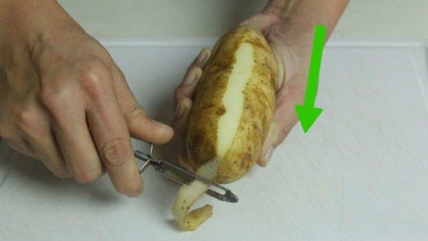 чистка картофеля овощечисткой