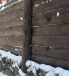 Деревянный забор с цоколем