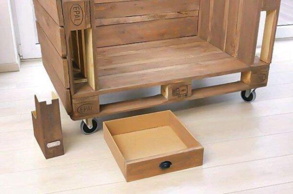 диван из паллет и ящик