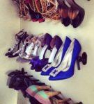 Использование карниза для хранение туфель