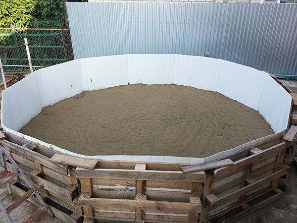 Каркас для бассейна из деревянных поддонов