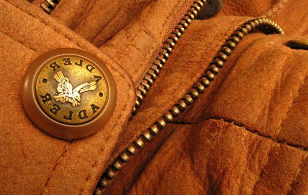 Коричневая замшевая куртка