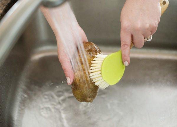 мытье картофеля