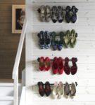 Несколько карнизов — стеллаж для обуви