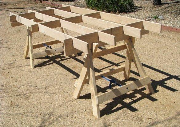 «козлики», предназначенные для установки столешницы