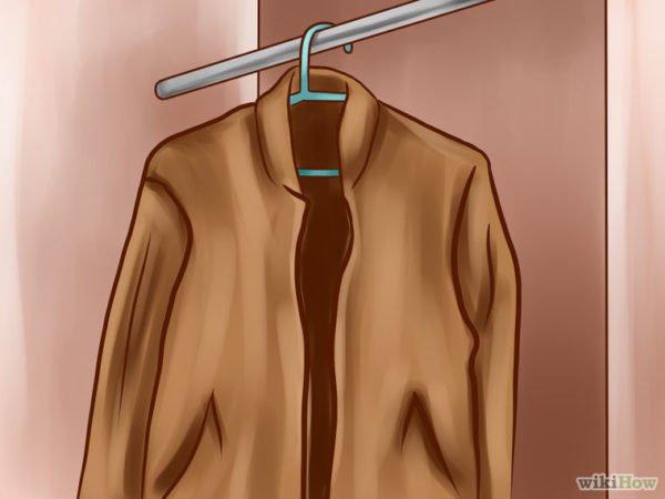 Повесить пиджак на плечики