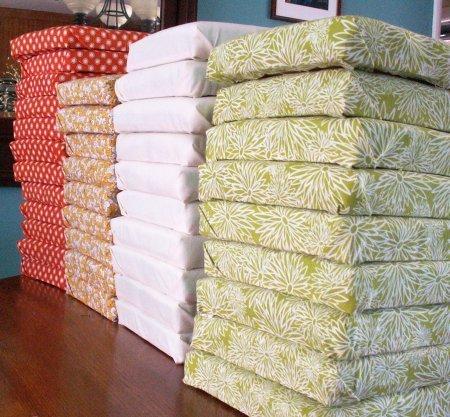 Разноцветные подушечки для изголовья