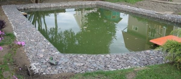 Самодельный бассейн из габионов