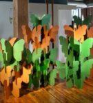 Ширма из картонных бабочек