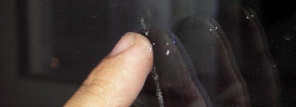 Следы скотча на полированной поверхности