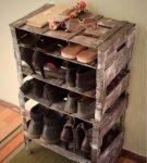 Тумба для обуви из деревянных ящиков