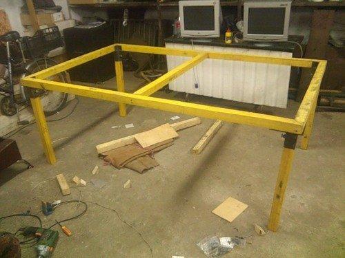 установка платформы стола на ножки