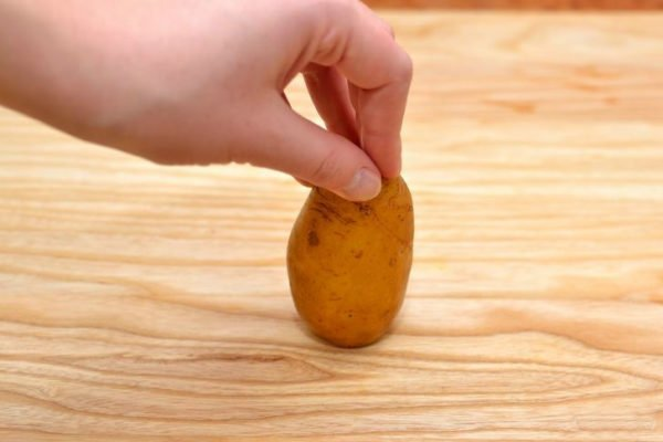 вертикальное размещение картофеля на доске