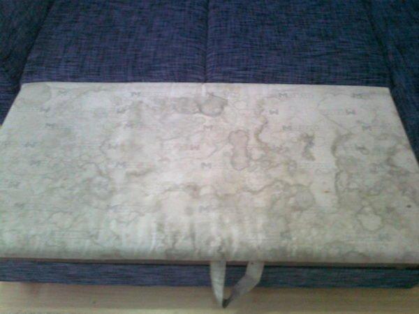 Въевшиеся в обивку дивана пятна