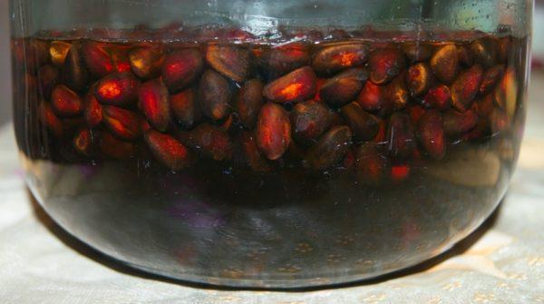 Орехи в горячей воде