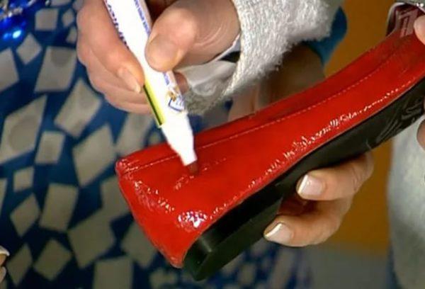 Чистка лакированной обуви