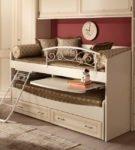 Двухъярусная кровать-трансформер со столиком