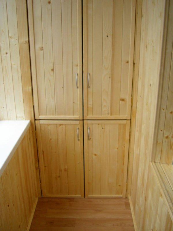 Двери шкафа на балконе