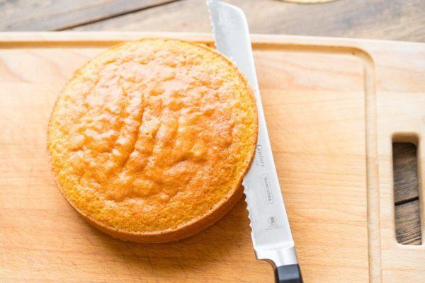 Как разрезать бисквит ножом