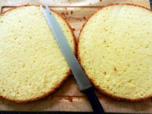 Как разрезать бисквит