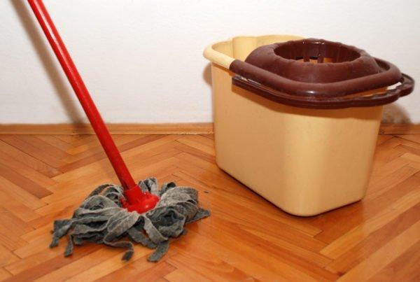 Мытьё полов с нашатырём