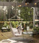 Подвесное кресло-качели из дерева и плотной ткани