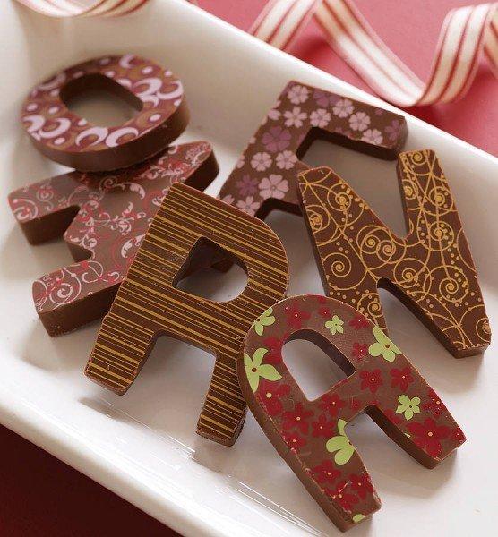Шоколадные буквы с рисунками
