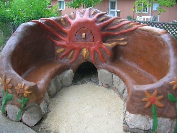 Скамейка из глины с печью