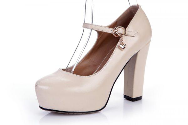 Туфля на каблуке