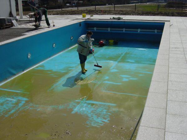 Вымываем бассейн