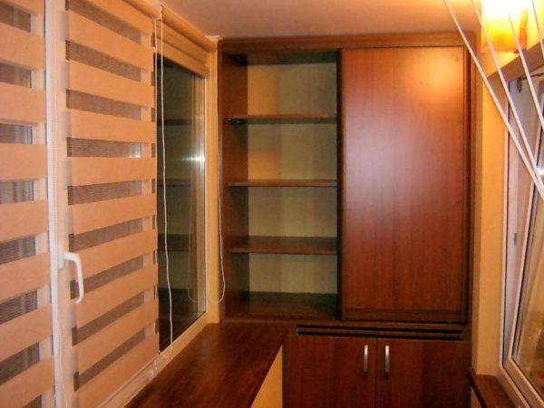 Встроенный шкаф в лоджии