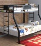 Комбинированный вариант двухъярусной кровати