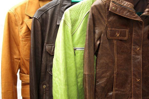 4 кожаные куртки: рыжая, чёрная, салатовая, коричневая